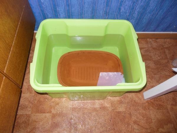 Lerigryten min lå i vann i 1 døgn. Det er en topp med også som jeg akkurat hadde tatt ut av av vannet.