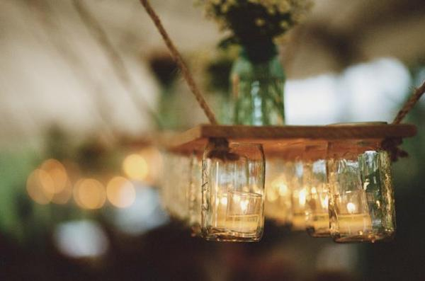 Bildet er hentet i frahttp://asubtlerevelry.com/recreate-recipe-mason-jar-lighting