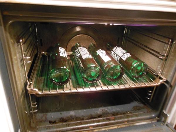 "Flaskene i ovnen for ""rensing"" på 100 grader"