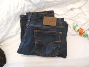 Bukse med hull på lommen
